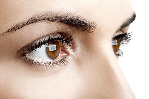 """Đôi mắt không chỉ là """"cửa sổ tâm hồn"""" mà những dấu hiệu bất thường ở mắt còn phản ánh nhiều tình trạng sức khỏe quan trọng."""