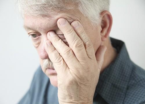 Đột ngột khó khăn khi nhìn bằng ở một hoặc cả hai mắt có thể là dấu hiệu của đột quỵ.