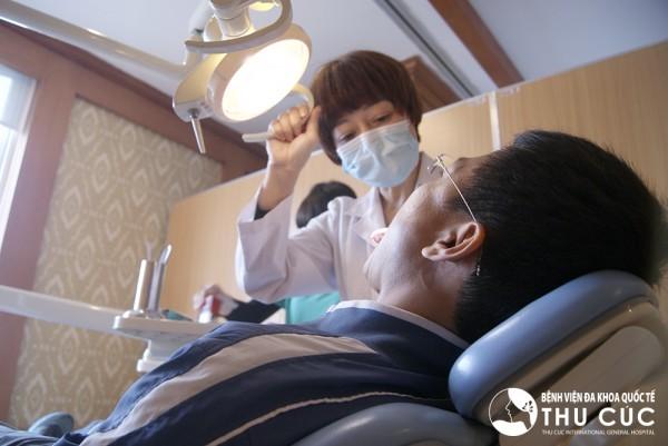 Đến thực hiện chỉnh hình răng tại Bệnh viện Thu Cúc, khách hàng sẽ được các nha sĩ giỏi trực tiếp thăm khám và tư vấn chỉnh hình hiệu quả.