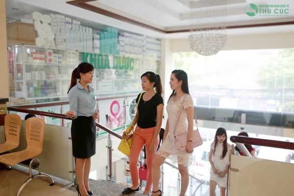Đến thực hiện dịch vụ tại bệnh viện Thu Cúc, khách hàng sẽ được đội ngũ nhân viên tiếp đón, hướng dẫn tận tình chu đáo.