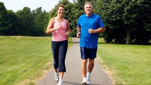 Tập thể dục giúp cải thiện cách sử dụng insulin của cơ thể và có thể làm giảm lượng đường trong máu.