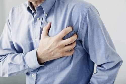 Một trong những biến chứng nguy hiểm của huyết áp cao không điều trị là nhồi máu cơ tim.