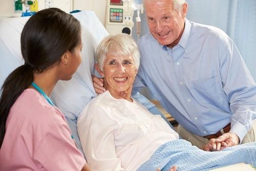 Trước khi xuất viện, bác sĩ sẽ cung cấp hướng dẫn rõ ràng về việc chăm sóc vết thương và theo dõi, những hoạt động có thể thực hiện và thời điểm nào thì người bệnh có thể bắt đầu học tập và làm việc trở lại.