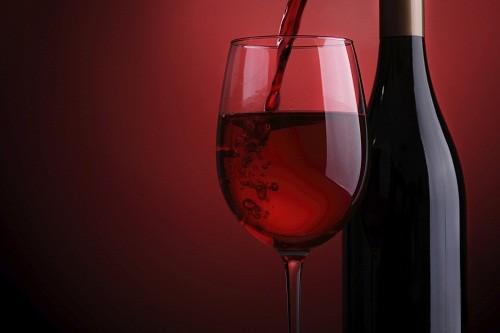 Uống rượu quá nhiều có thể gây suy tim, dẫn đến đột quỵ và rối loạn nhịp tim