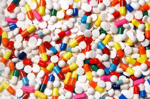 Dù huyết áp đã về mức bình thường, người bệnh vẫn cần uống thuốc đều đặn theo đúng chỉ dẫn của bác sĩ.