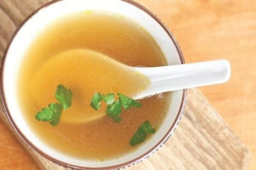 Trước khi nội soi, để làm sạch đại tràng, người bệnh nên ăn những thức ăn dạng lỏng như cháo, soup.