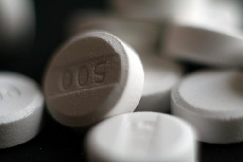 Tác nhân phổ biến nhất gây ảnh hưởng tới gan ngoài bia, rượu là acetaminophen (Tylenol).