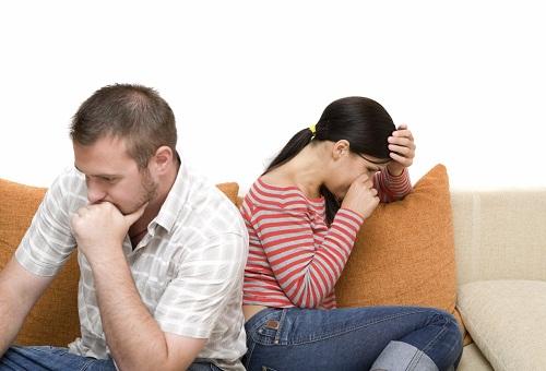 Những sự kiện gây căng thẳng như: bệnh tật, hiếm muộn, thất nghiệp; thiếu sự giúp đỡ, đồng cảm chia sẻ của người thân, đặc biệt là người chồng, mâu thuẫn vợ chồng... có thể làm tăng nguy cơ trầm cảm sau sinh.