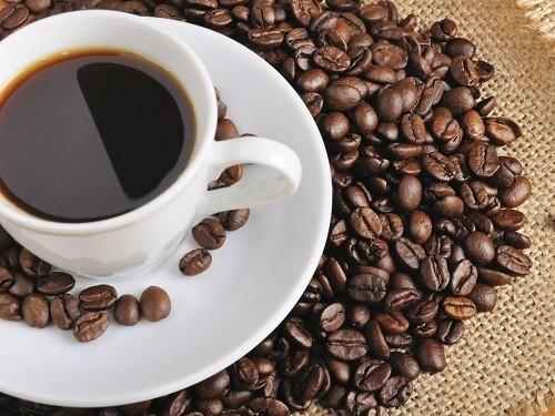 Những người có u xơ tuyến tiền liệt cần hạn chế các loại đồ ăn, thức uống có chứa caffein như cà phê, trà.