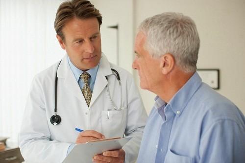 Khi phát hiện có các dấu hiệu và triệu chứng của u xơ tuyến tiền liệt cần nhanh chóng đi khám, tránh để xảy ra những biến chứng đáng tiếc.