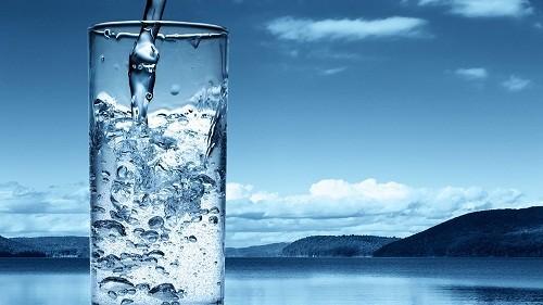 Việc điều trị nhiễm rotavirus bao gồm uống nhiều chất lỏng (bù nước bằng đường uống) để tránh mất nước