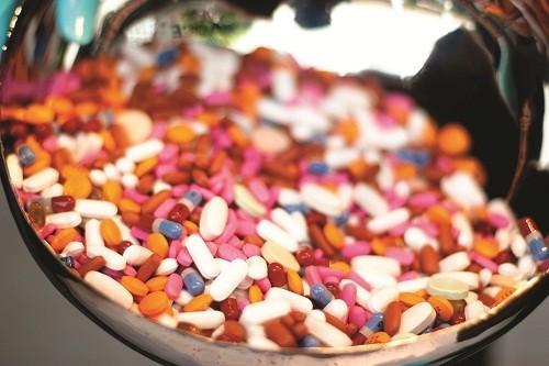 Trong hầu hết các trường hợp, người bệnh viêm dạ dày được điều trị bằng thuốc để giảm các triệu chứng khó chịu và thúc đẩy hồi phục trong dạ dày.