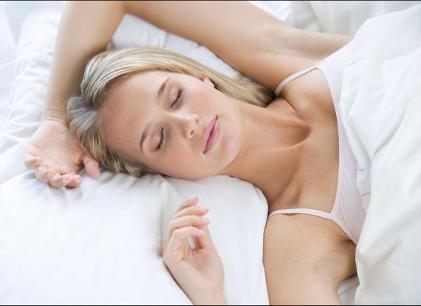 Ngủ đủ giấc, luyện tập thể dục đều đặn, tránh xá các tác nhân gây bệnh là những cách hiệu quả để ngăn ngừa cơn đau đầu.