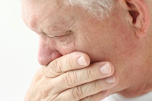 . Ho liên tục có nhiều khả năng là do tình trạng trào ngược dạ dày - thực quản.