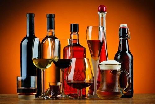 Rượu là một trong những chất phổ biến nhất có thể gây tổn thương gan.