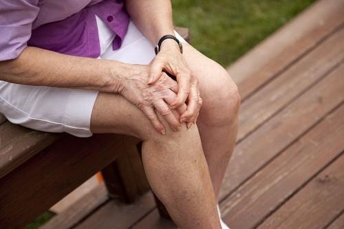 Đầu gối là một trong những vị trí phổ biến chịu ảnh hưởng của bệnh viêm xương khớp.