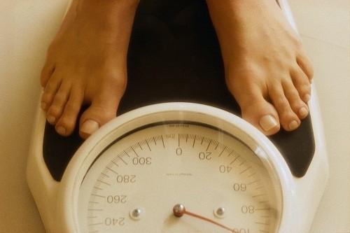 Giảm cân sẽ giúp giảm bớt áp lực lên các khớp, hạn chế thương tổn thêm, tăng khả năng vận động đồng thời cũng làm giảm nguy cơ của nhiều vấn đề sức khỏe khác.