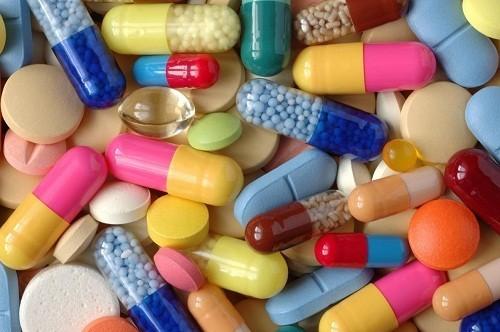 Chỉ nên dùng kháng sinh cho những trường hợp viêm phế quản cấp nghi do vi khuẩn.