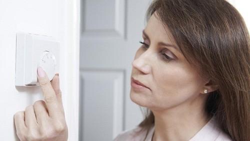 Giữ cho phòng ngủ luôn mát mẻ cũng giúp làm giảm các cơn nóng bừng mặt.