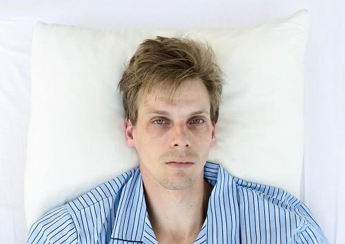 Sau khi trằn trọc trong nửa giờ hoặc nhiều hơn trên giường mà không ngủ được, bạn có thể đọc sách hoặc nghe nhạc.