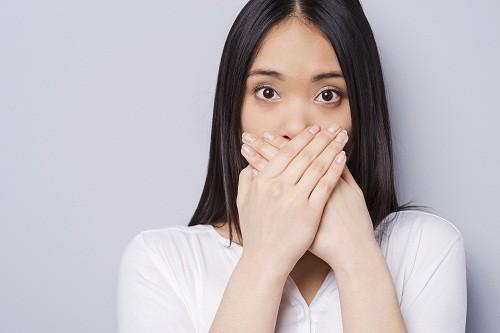 Hiện tượng nấc cụt xảy ra do sự co thắt không tự chủ, ngắt quãng của cơ hoành và cơ liên sườn, tiếp đến là sự đóng đột ngột của thanh môn.