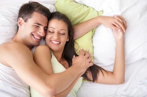 Viêm gan C có thể lây lan qua đường quan hệ tình dục mặc dù chỉ chiếm một tỷ lệ rất nhỏ.