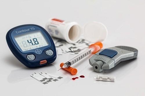 Tiểu đường là một căn bệnh mãn tính nghiêm trọng, nếu không được điều trị bệnh có thể dẫn tới những biến chứng đe dọa tính mạng như mù lòa, tổn thương thần kinh nặng và bệnh tim mạch.