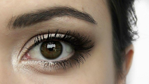"""Sau tuổi 30, cùng với quy luật lão hóa tự nhiên của cơ thể, mắt cũng bắt đầu """"già"""" đ."""