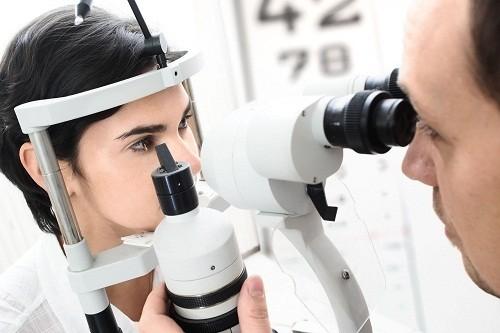 Khám mắt định kỳ là biện pháp hiệu quả nhất để biết rõ tình trạng sức khỏe đôi mắt.