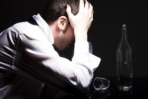 Nam giới có nguy cơ cao tìm tới rượu và ma túy trong khi bị trầm cảm.
