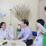 Ban lãnh đạo bệnh viện Thu Cúc chúc tết và tặng quà bệnh nhân