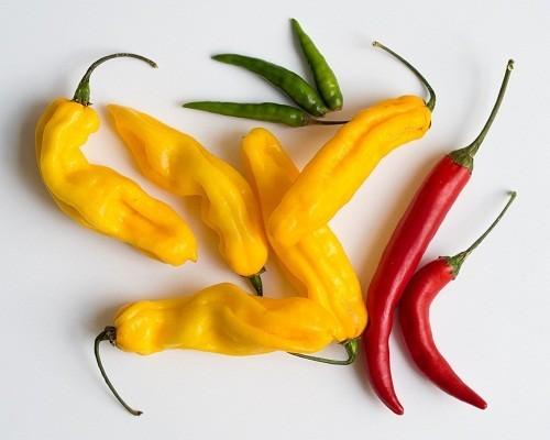 Thử giảm bớt lượng gia vị trong khi chế biến thức ăn hàng ngày là một cách hiệu quả để hạn chế ợ nóng.