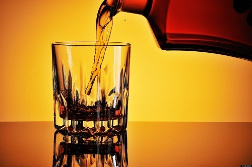 Uống rượu có thể làm tim suy yếu, khiến nó phải hoạt động nhiều hơn.