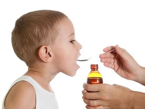 Không nên cho trẻ dưới 4 tuổi sử dụng thuốc ho hoặc thuốc trị cảm lạnh.