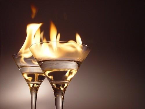 Các nhà khoa học tin rằng uống nhiều rượu có thể gây ra cơn bùng phát bệnh vẩy nến.