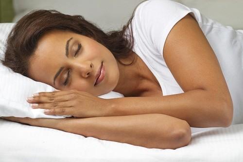 Tuyệt đối không nên đi ngủ ngay sau khi ăn quá no.