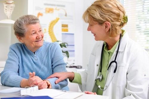 Với các trường hợp có nguy cơ mắc ung thư đại trực tràng ở mức trung bình, nên bắt đầu tầm soát ung thư định kỳ từ năm 50 tuổi.