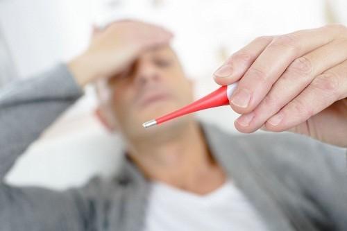 Mặc dù nguyên nhân phổ biến nhất gây sốt là bệnh nhiễm trùng, chẳng hạn như cảm lạnh hay viêm dạ dày ruột.