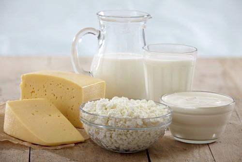 Tránh các thực phẩm từ sữa như pho mát, bơ, sữa chua... khi đang bị viêm dạ dày ruột.