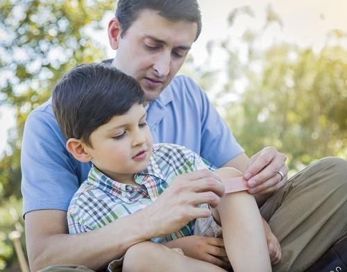 Viêm khớp nhiễm khuẩn là có tổn thương viêm một hay nhiều khớp do vi khuẩn gây ra.