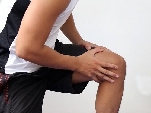 Viêm khớp dạng thấp ở thiếu niên là một tình trạng viêm khớp mạn tính.