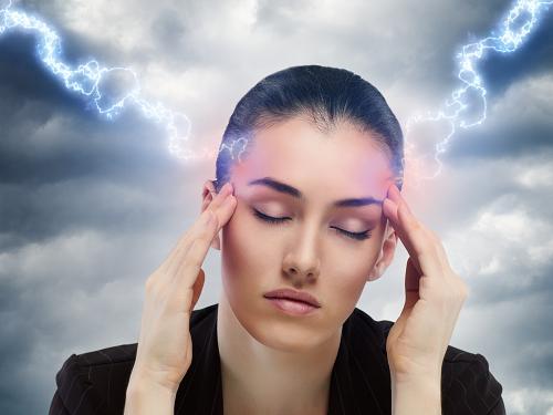 . Những thay đổi về thời tiết hay áp suất khí quyển cũng được liệt vào danh sách những nguyên nhân có thể gây đau nửa đầu.