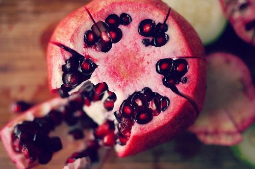 Những người bị hen suyễn nên đặc biệt cẩn thận khi uống nước ép quả lựu