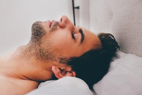 Rối loạn ngưng thở khi ngủ là những rối loạn liên quan đến hệ hô hấp khi ngủ, bao gồm ngưng thở tắc nghẽn, ngưng thở trung ương và những dạng ngưng thở khác.