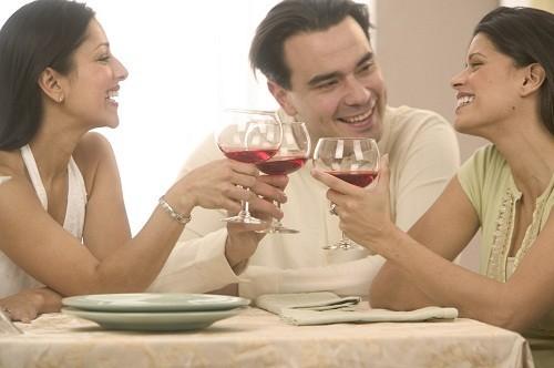 Rượu làm giãn các cơ ở mặt sau cổ họng, khiến đường thở dễ bị chặn ở những người bị ngưng thở khi ngủ.