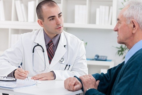 Để tìm ra nguyên nhân gây tiểu không tự chủ, hãy ghi chép lại về lượng chất lỏng tiêu thụ trong một ngày và tần suất đi tiểu, bác sĩ sẽ dựa vào những thông tin này để tìm ra nguyên nhân.