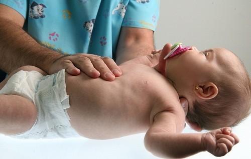 Để ngăn ngừa rotavirus - nguyên nhân phổ biến nhất của bệnh viêm dạ dày ruột ở trẻ em, cha mẹ nên cho trẻ tiêm phòng vắc xin phòng ngừa rotavirus.