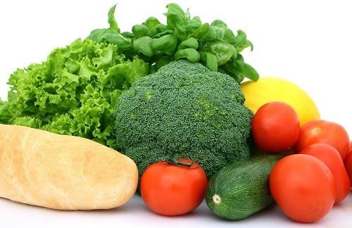 Để có được 20-35 gam chất xơ cơ thể cần mỗi ngày, chọn các loại rau quả và trái cây như quả anh đào, nho, ớt chuông giòn, đậu, ngũ cốc nguyên hạt và các loại hạt cây