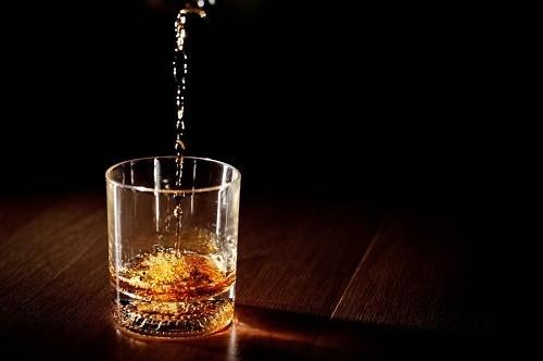 Cũng có nhiều nguyên nhân khác  ngoài rượu, có thể dẫn tới xơ gan, chẳng hạn như viêm gan B và viêm gan C.