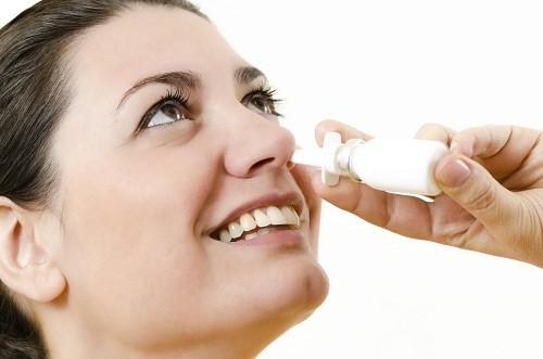 Thuốc xịt mũi có tác dụng làm co mạch và giữ cho xoang luôn thông thoáng, đặc biệt là trong những ngày lạnh, tuy nhiên chỉ nên sử dụng theo quy định, không được lạm dụng.
